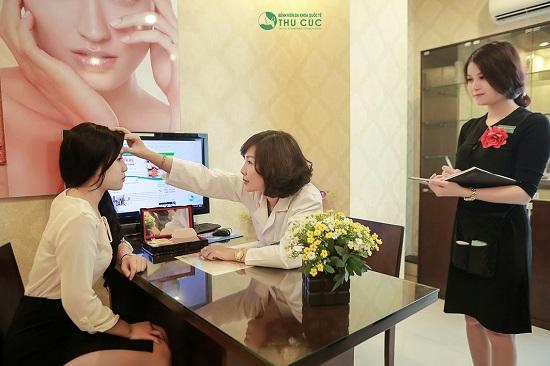 Bệnh viện Thu Cúc đón rất nhiều lượt khách tới tư vấn và thực hiện cắt mí Hàn Quốc để chuẩn bị khoe sắc trong dịp lễ Tết sắp tới