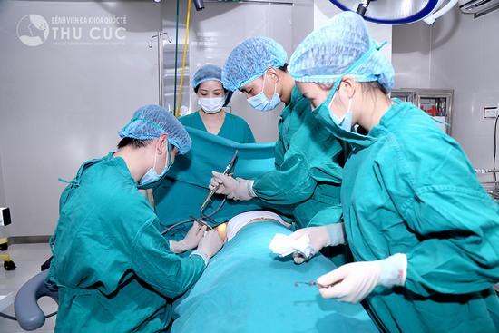 Quy trình thực hiện phẫu thuật nâng ngực nội soi rất an toàn