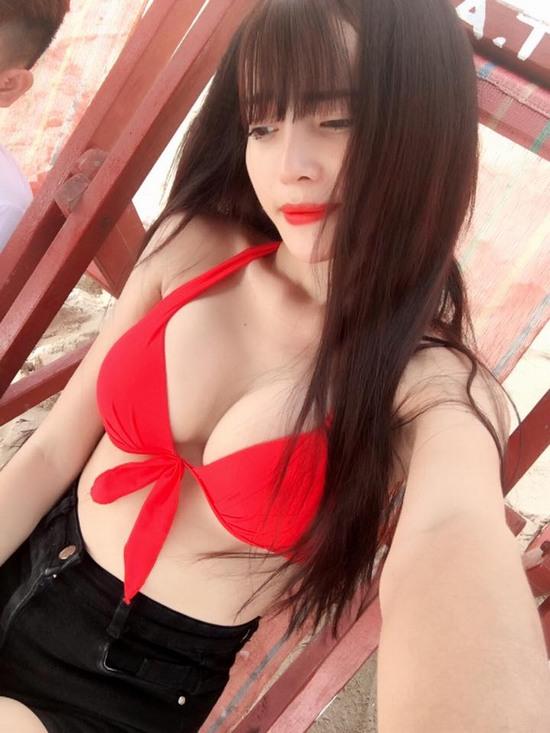 Kim Hạnh hiện giờ sở hữu khuôn ngực đầy gợi cảm