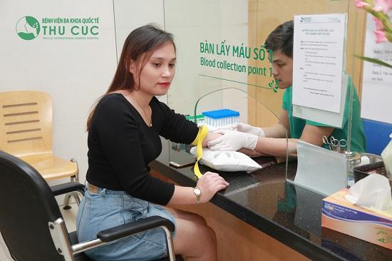 Khách hàng được kiểm tra y tế toàn diện trước khi thực hiện phẫu thuật