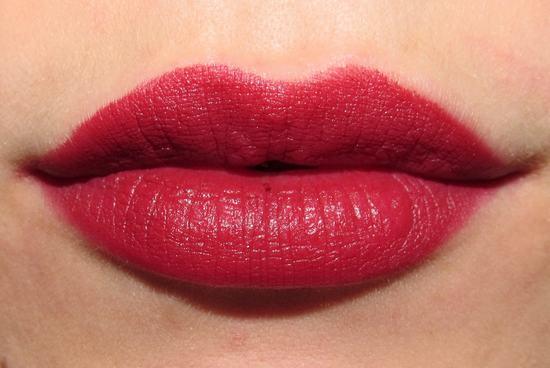 Bạn cũng nên chú ý về cách chăm sóc cũng như chế độ dinh dưỡng để màu môi lên đẹp, tự nhiên nhất