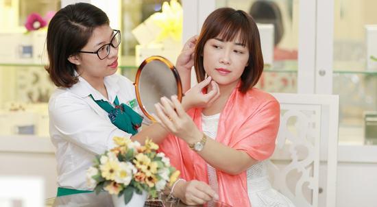 Tại Thu Cúc Sài Gòn khách hàng được tư vấn cụ thể về các công nghệ trị nám thích hợp