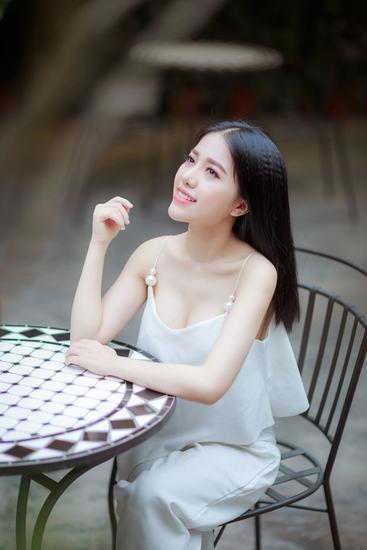 Nếu bạn yêu thích Phùng Khánh Linh thì hãy tiếp tục ủng hộ cô nàng dễ thương, dễ mến này nhé