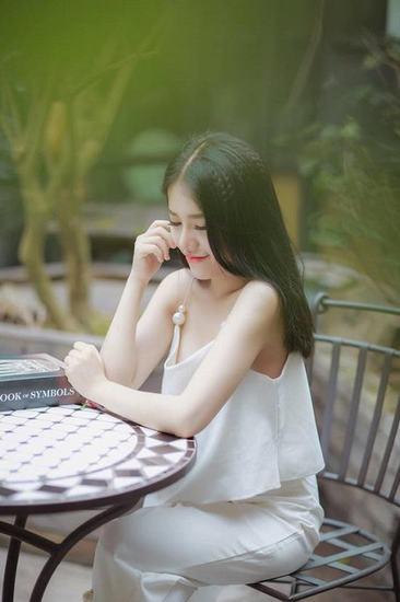 """Ca sĩ Phùng Khánh Linh hòa nhập xu hướng """"vòng 1 nảy nở"""" của mỹ nhân Việt"""