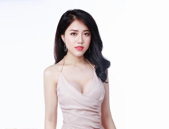 Kết quả sau một tháng nâng ngực, Khánh Linh đã có màn lột xác ngoạn mục từ ngoại hình đến phong cách.