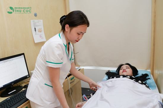 Đo nhịp tim, kiểm tra huyết áp và thử phản ứng thuốc.