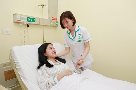 Sau phẫu thuật, cô ở lại viện 2 ngày và được điều dưỡng chăm sóc 24/24. Theo chia sẻ của nữ ca sĩ, việc nâng ngực không ảnh hưởng nhiều đến sức khỏe vì chỉ 7 ngày sau phẫu thuật, cô đã sinh hoạt, vận động bình thường.