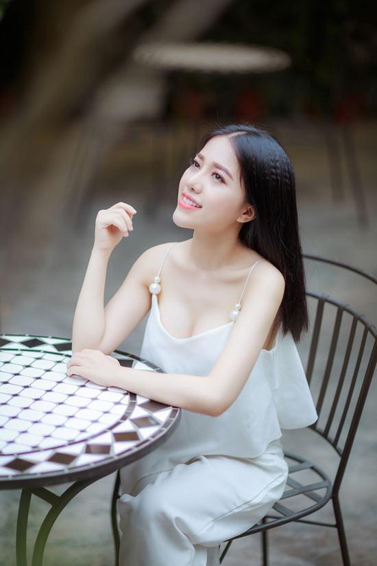 Ca sĩ Phùng Khánh Linh với diện mạo mới.