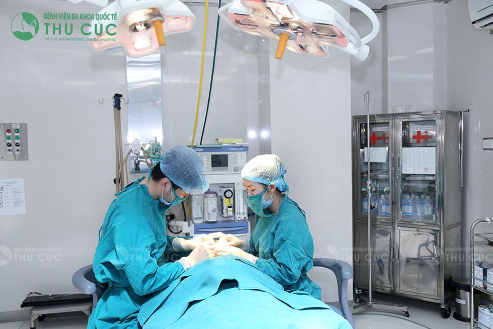 Ca phẫu thuật tạo môi trái tim tại Thu Cúc