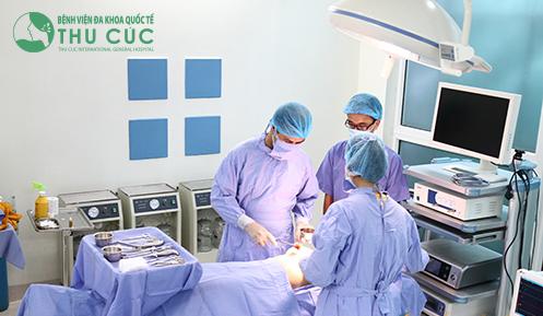 Phẫu thuật được thực hiện bởi đội ngũ bác sĩ chuyên khoa thẩm mỹ giỏi chuyên môn, giàu kinh nghiệmi