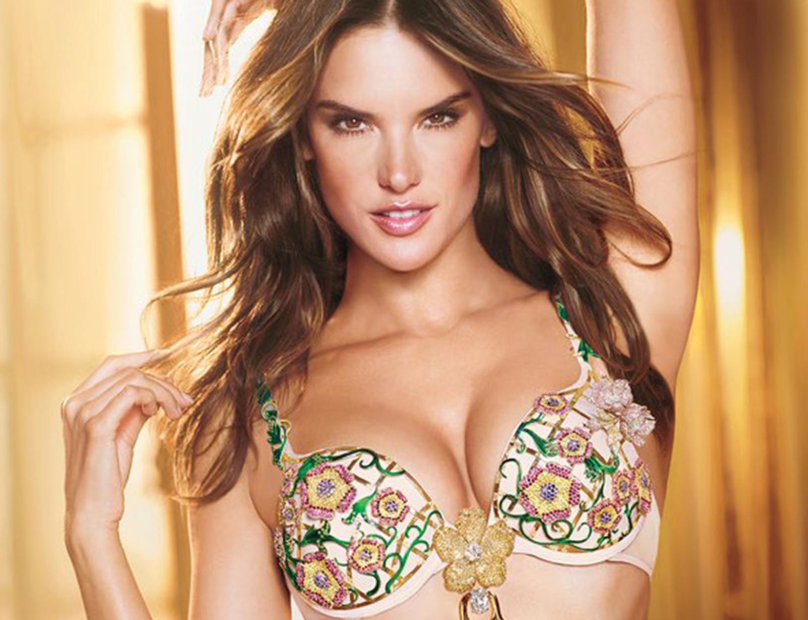 Sau phẫu thuật, núm vú được thu nhỏ, trở nên cân xứng, góp phần tạo nên vẻ đẹp hoàn hảo cho bầu ngực