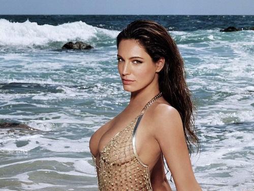 Nâng ngực là phương pháp giúp phái đẹp sở hữu vòng 1 nóng bỏng chẳng kém gì các siêu mẫu.