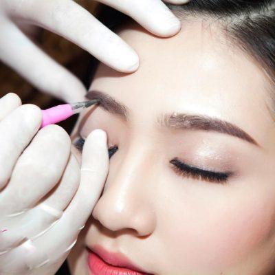 Phun tán bột lông mày là phương pháp làm đẹp của Hàn Quốc sử dụng công nghệ hiện đại để mang lại đường nét chân màu sắc nét và tự nhiên như chân mày thật.
