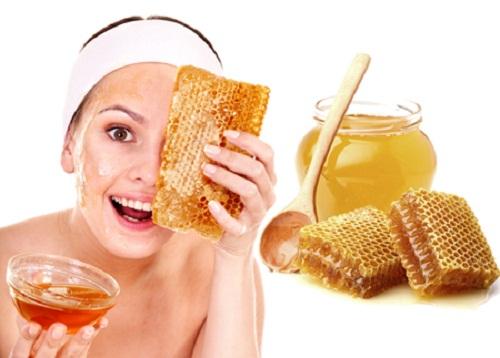 Hỗn hợp chanh và mật ong được xem là biện pháp làm đẹp toàn diện vừa giúp làm mờ các vết sẹo thâm, vừa giúp làn da mịn màng, tươi sáng hơn.
