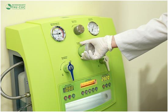 Cận cảnh hệ thống máy thanh lọc, thải độc Hydromat Comfort của công nghệ Hydrotherapy tại Bệnh viện Thu Cúc