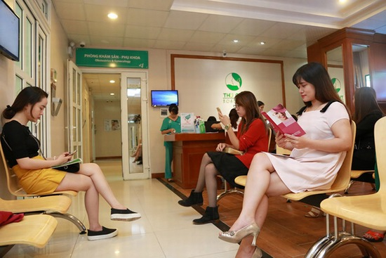 Nhiều chị em đi tư vấn thẩm mỹ tầng sinh môn tại các phòng khám sản phụ khoa