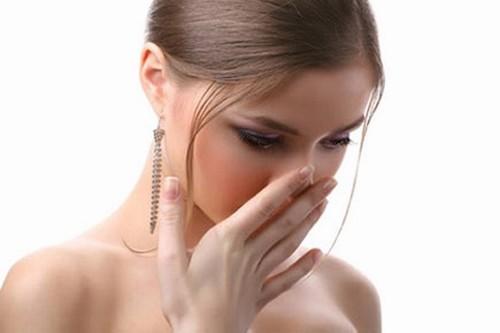 Xăm môi có sưng không, bao lâu thì hết sưng?