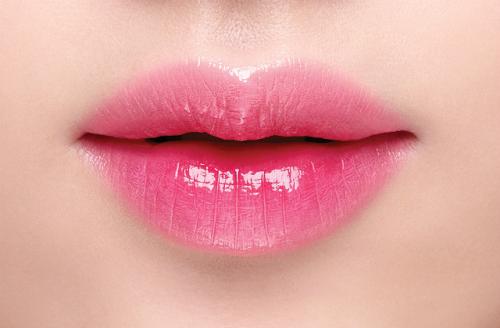 Những ai nên phun môi màu hồng cánh sen?