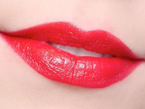 Phun môi màu đỏ tươi – tuyệt chiêu giúp nàng thêm quyến rũ