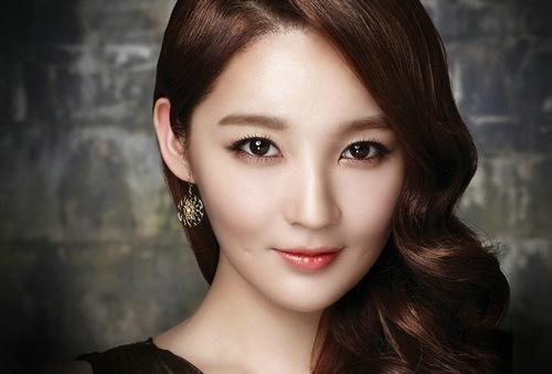 Mắt đẹp hút hồn với công nghệ phun mí vi chạm Hàn Quốc